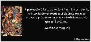 frase-a-percepcao-e-forte-e-a-visao-e-fraca-em-estrategia-e-importante-ver-o-que-esta-distante-miyamoto-musashi-131731